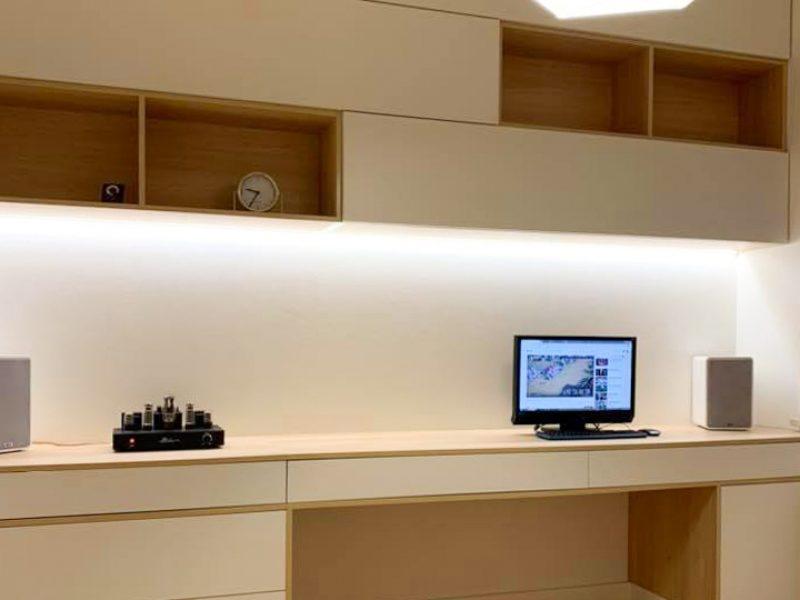 Biuro w kolorach skandynawskich